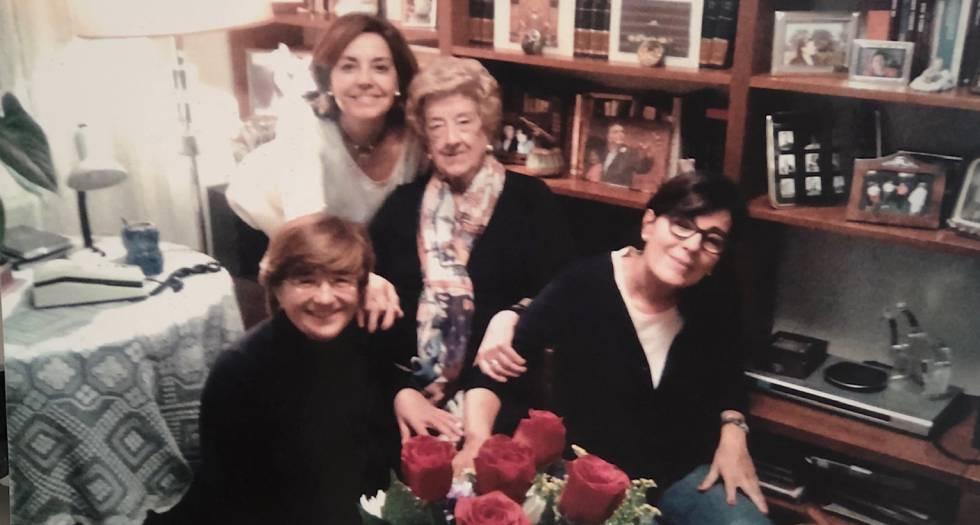 Felisa celebrando su cumpleaños con amigas en Palencia.