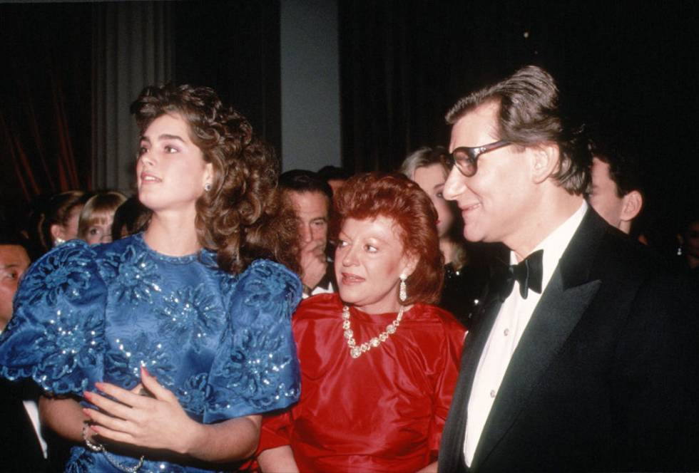 Brooke Shields, Regine e Yves Saint Laurent en Nueva York en 1983.