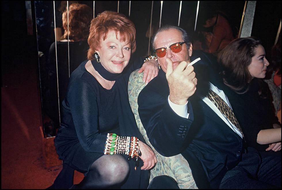 Jack Nicholson posa con Regine en París en 1993.