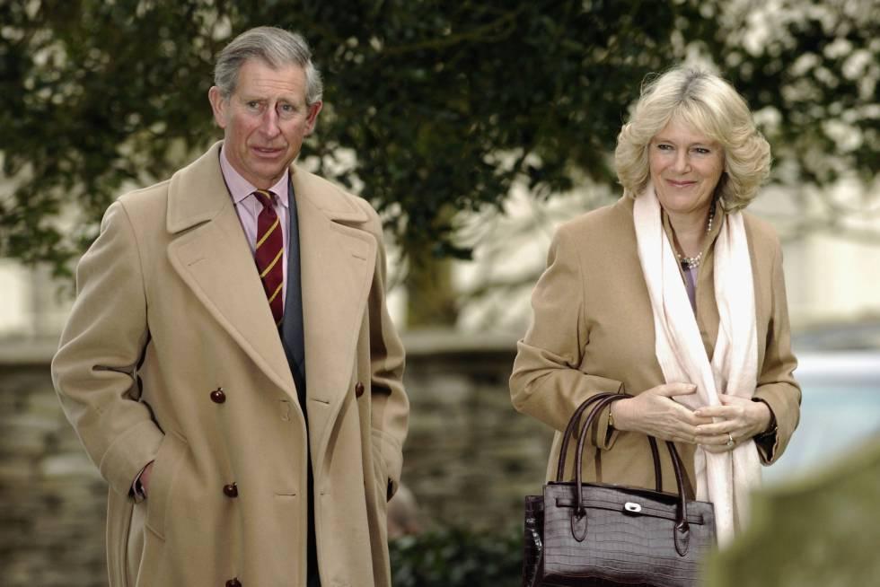 El príncipe Carlos con Camilla Parker Bowles en 2005.