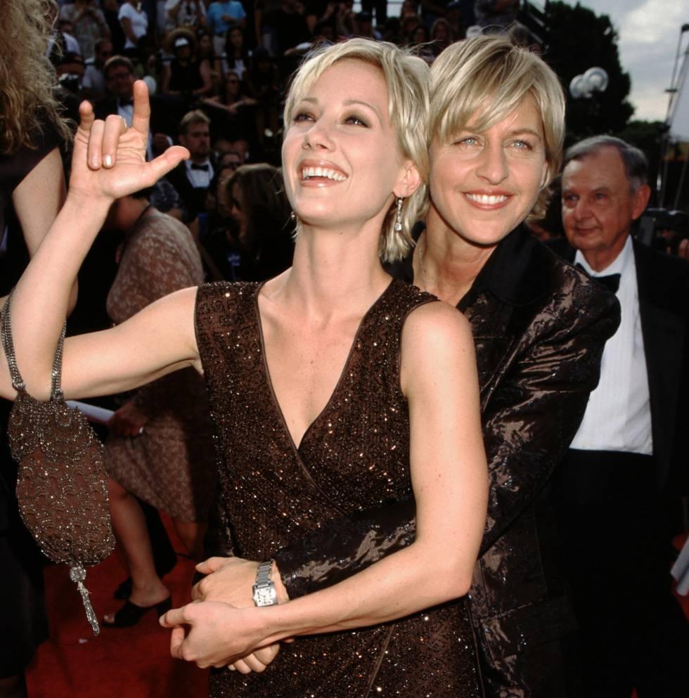 Anne Heche y Ellen DeGeneres en la gala de los Emmy en 1997.