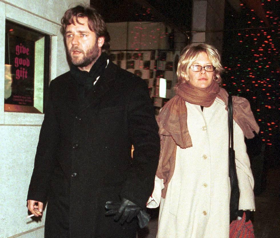 Russell Crowe y Meg Ryan paseando por Nueva York de la mano en el año 2000.