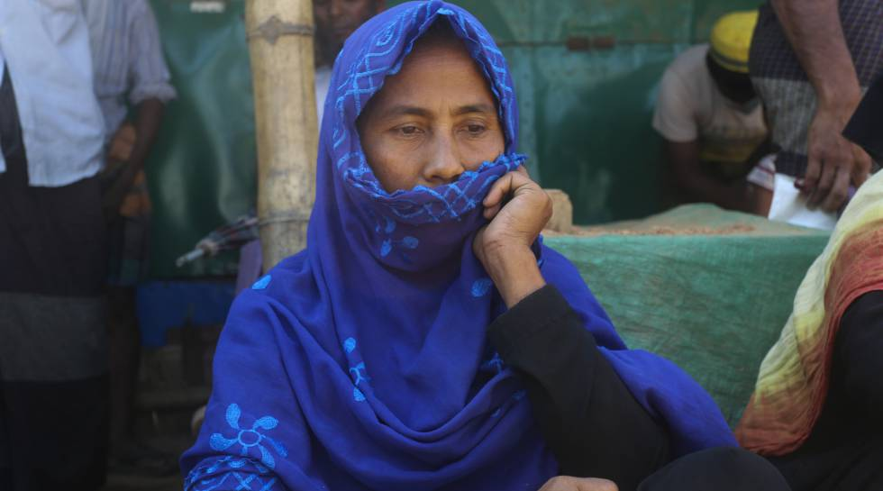Golforaj Begum, una mujer rohingya de 54 años refugiada en el campo de Cox's Bazar, en Bangladés. Las organizaciones que trabajan aquí nos informaron de los síntomas del coronavirus y cómo mantener nuestra seguridad: no ir a otras habitaciones, mantener una distancia de dos metros con otros, no mezclarse en una multitud, lavarse las manos...