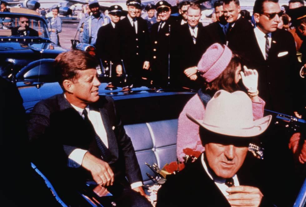 John y Jackie Kennedy momentos antes del asesinato de John en 1963.
