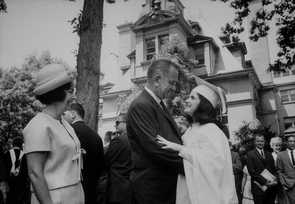 Lyndon B. Johnson era capaz de abrazar a su hija el día su graduación como si de un rival político se tratara.