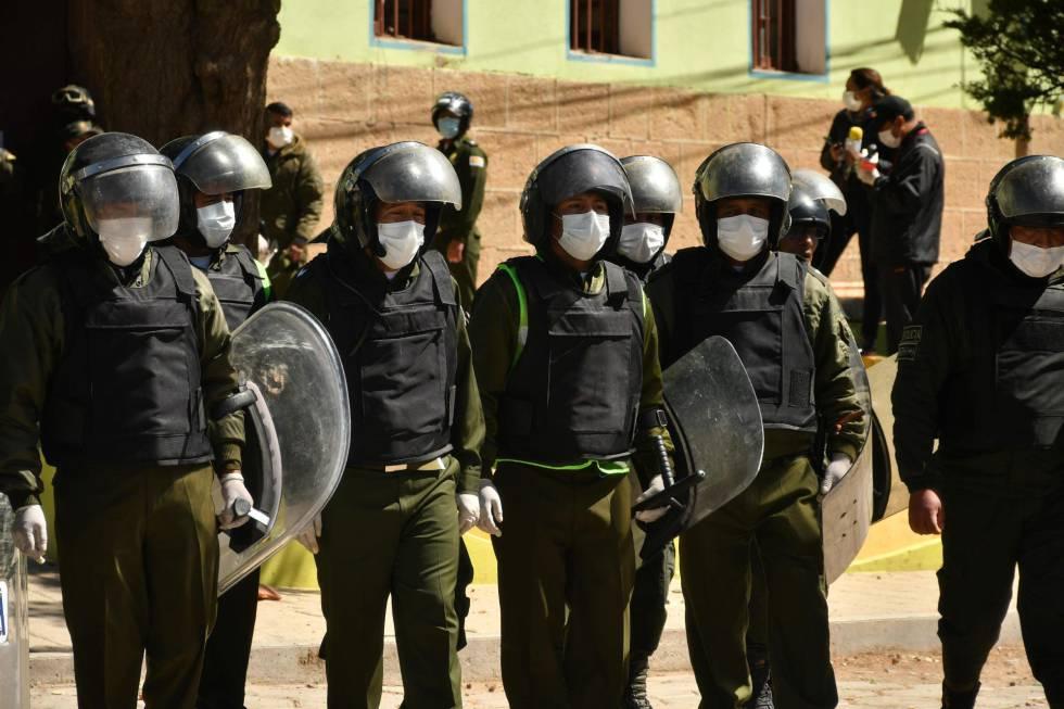 La policía boliviana tras contener el motín en Oruro, después de la muerte de uno de los presos.