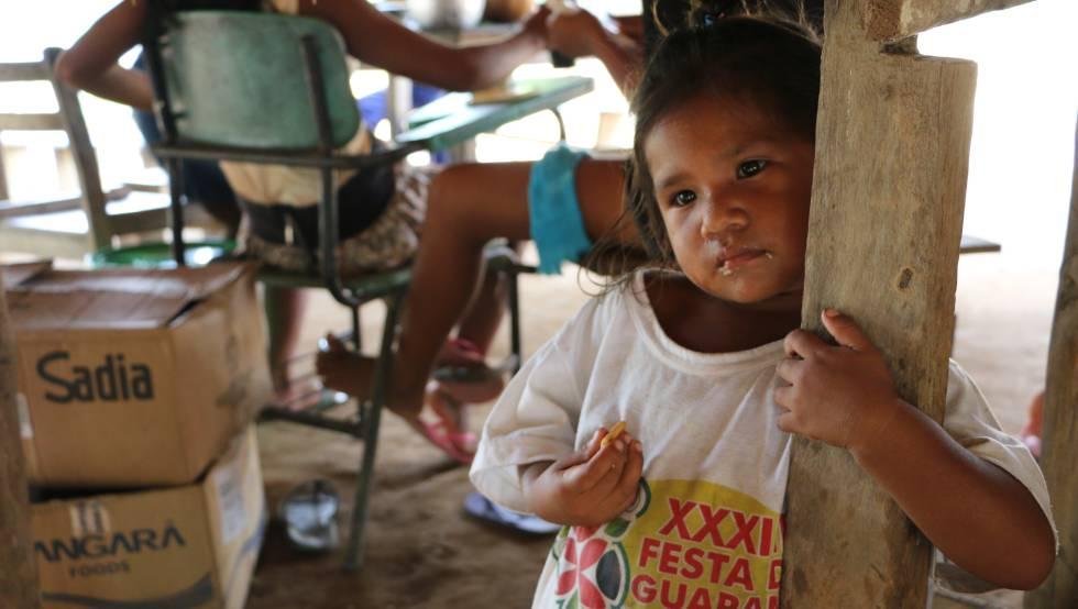 Una niña sateré-mawé de la aldea de Vila Nova, en la tierra indígena Andirá Marau, Estado de Amazonas, Brasil. Este pueblo indígena es de los más vulnerables ante el nuevo coronavirus.