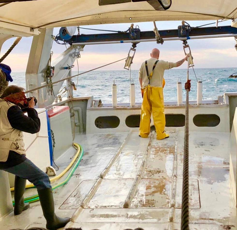 Resino en la cubierta de un barco de pesca. ADDAVIA