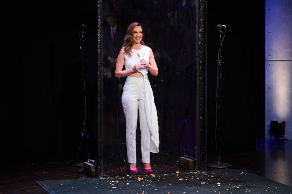 Hillary Swank como invitada en el programa 'The Late Late Show with James Corden' en 2018.
