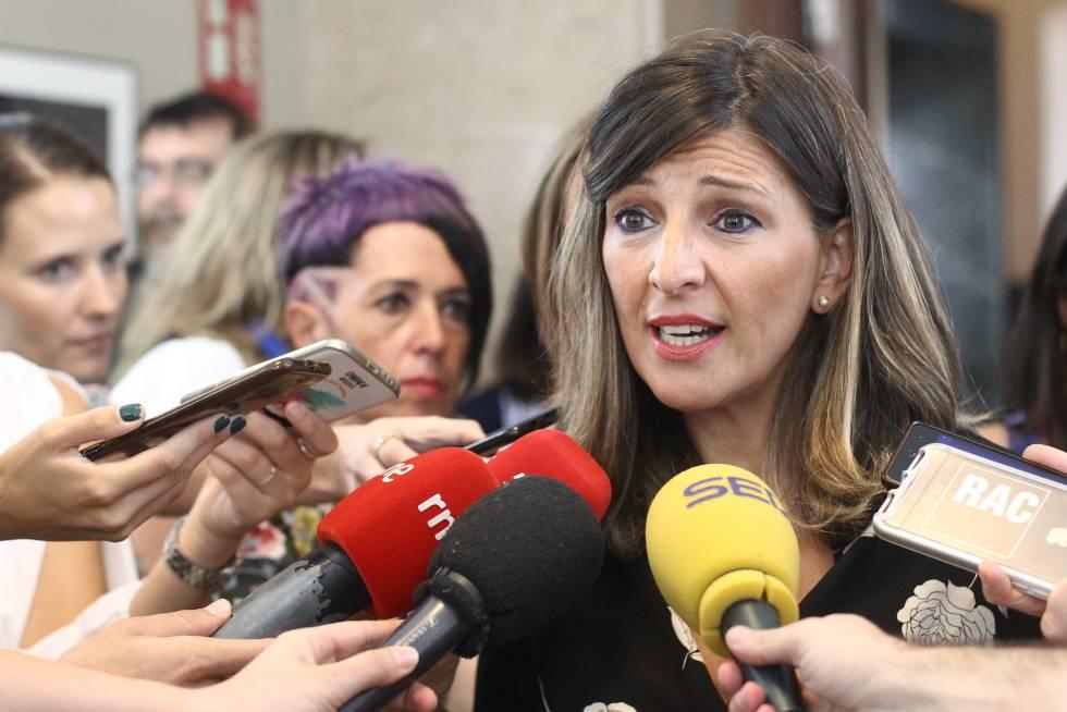 Yolanda Díaz, ministra de Trabajo y Economía Social del Gobierno de España, hablando con la prensa en el Congreso de los Diputados en septiembre de 2019.