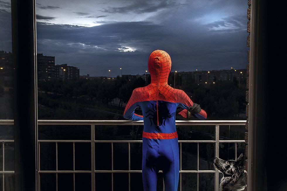 Marco, alias Spiderman. Los superhéroes también se quedan en casa, de día y de noche.