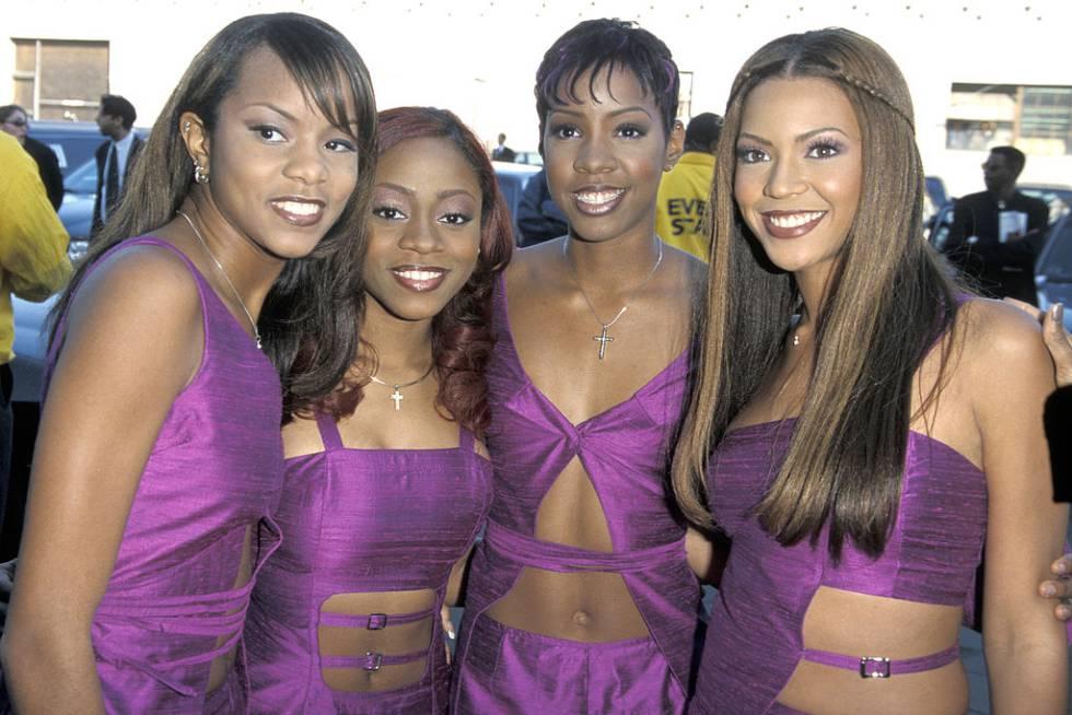 LeToya Luckett (la primera por la izquierda) y LaTavia Robertson (la cuarta) con Kelly Rowland y Beyonce Knowles en los premios Soul Train en 1999.
