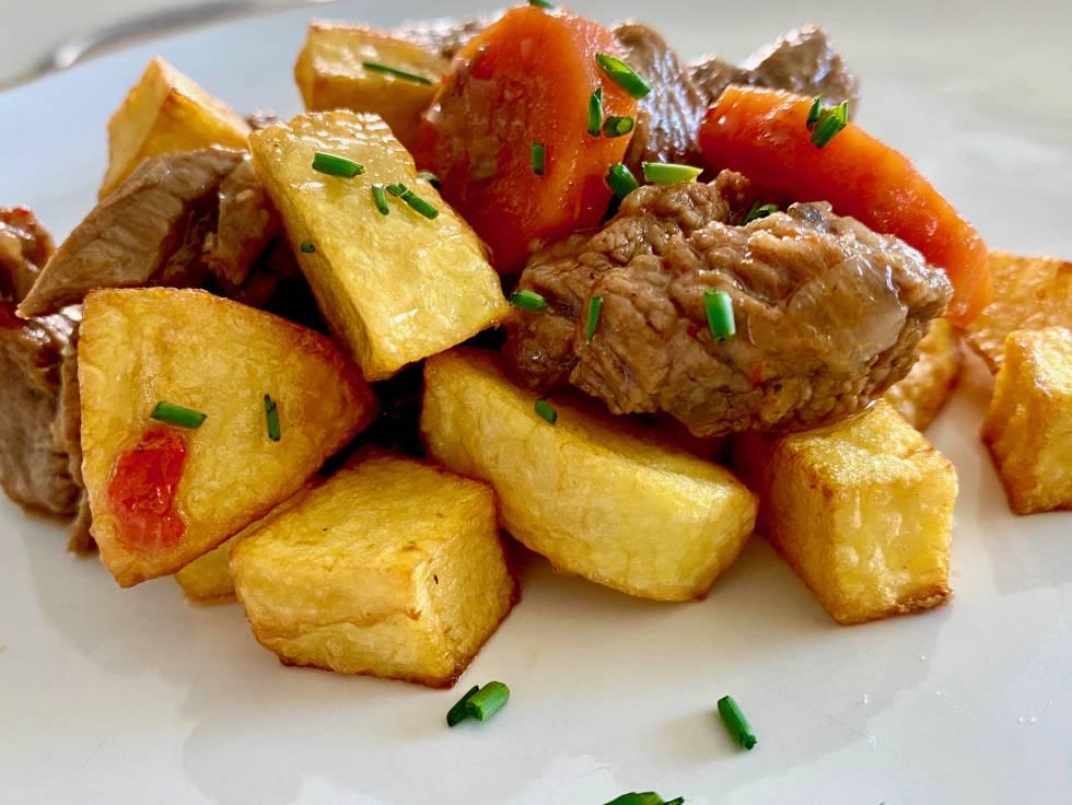 Estofado con patatas. J.C.CAPEL