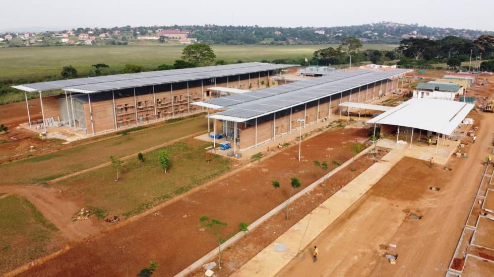 Vista general del Centro de Cirugía Pediátrica de Entebbe proyectado por RPBW y TAM Associati.