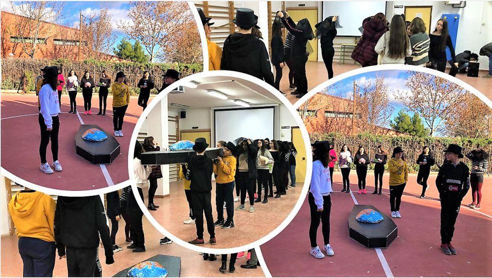 Estudiantes de ESO. Performance 'Entierro del Planeta Tierra'