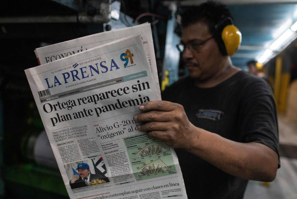 El periódico nicaragüense 'La Prensa' anuncia que el presidente del país reaparece sin plan ante la pandemia.