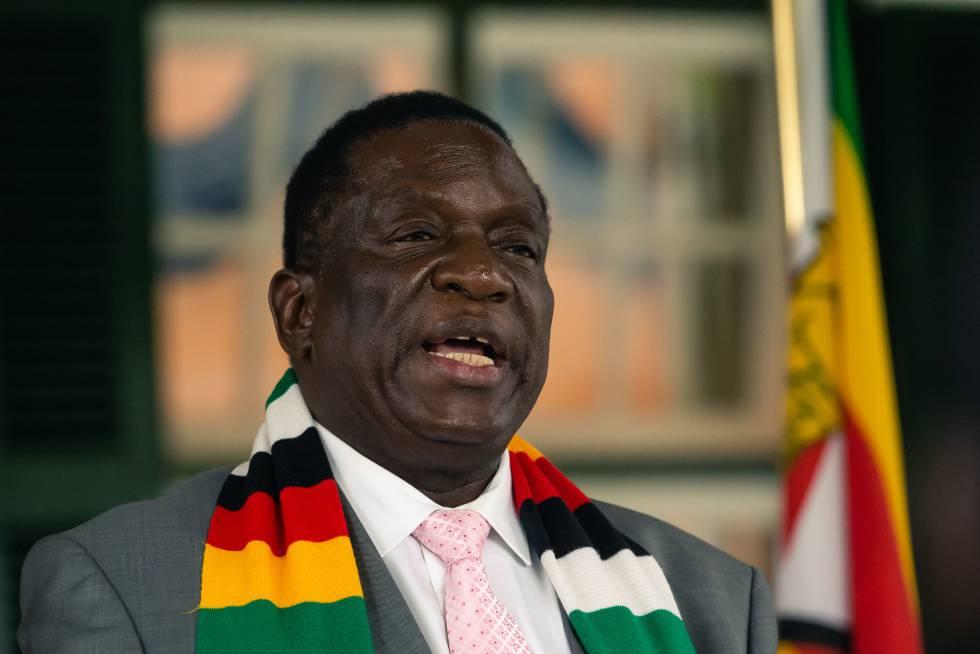 Emmerson Mnangagwa, presidente de Zimbabue, tuvo que dar explicaciones por las declaraciones de su ministro de Defensa.