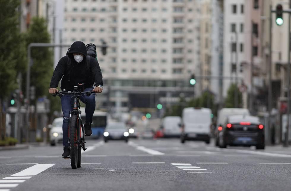 Las personas que van al trabajo en bici o andando tienen menor riesgo de muerte prematura que los usuarios del coche