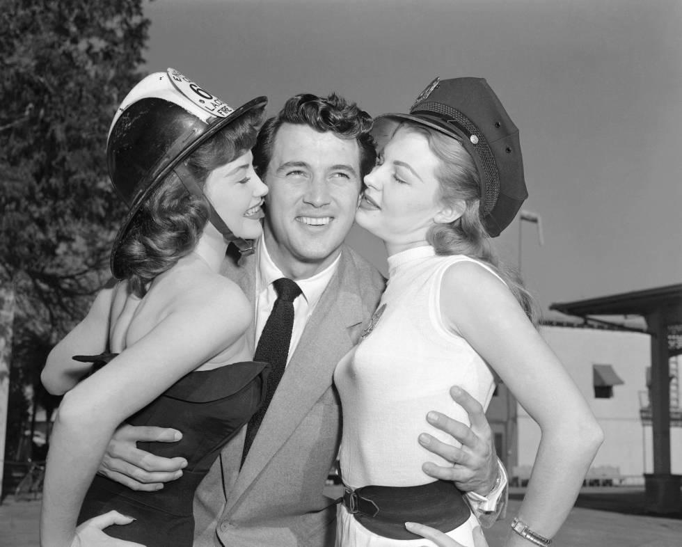 Rock Hudson con Mary Castle (a su derecha) y Jackie Loughery en 1953.