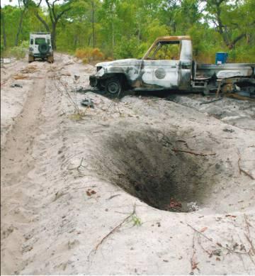 Efecto del estallido de una mina en una carretera en Angola, una imagen incluida en el estudio.