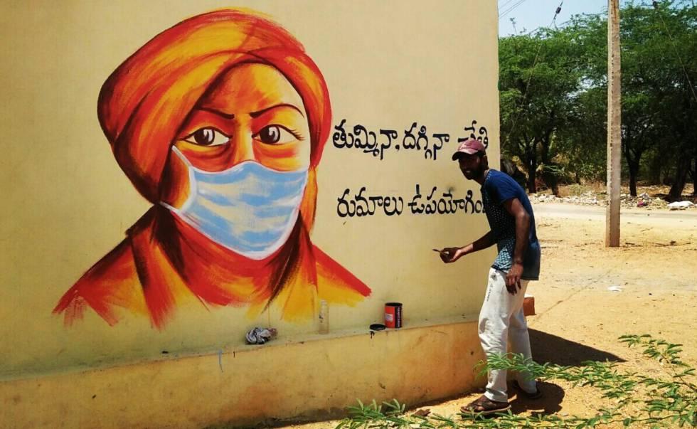 Apadrinado por la Fundación Vicente Ferrer, Somashekar es un artista indio de 25 años que estos días se dedica a pintar diferentes murales para concienciar a sus vecinos en el área de Anantapur, en el sur de India.