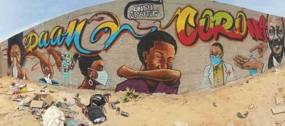 Uno de los murales pintados por el colectivo Undu Graff, en los suburbios de Dakar (Senegal), donde gran parte de su población no sabe leer o apenas tiene acceso a la televisión y a internet.