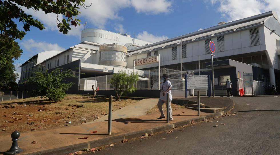Fotografía del hospital de Mamoudzou, el único de la isla de Mayotte, que ahora está recibiendo apoyo de 70 sanitarios del Ejército francés.