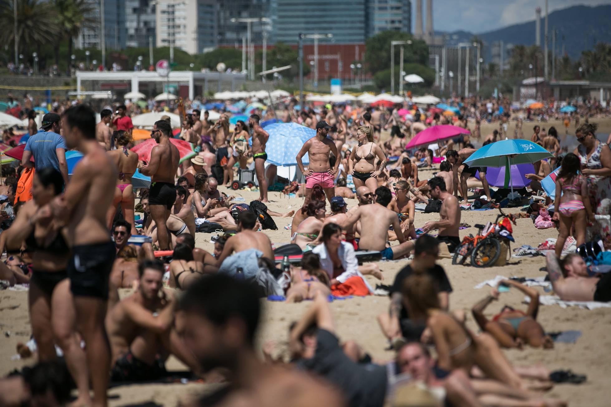 Fotos: Coronavirus: primer fin de semana de baño en las playas de Barcelona    Cataluña   EL PAÍS