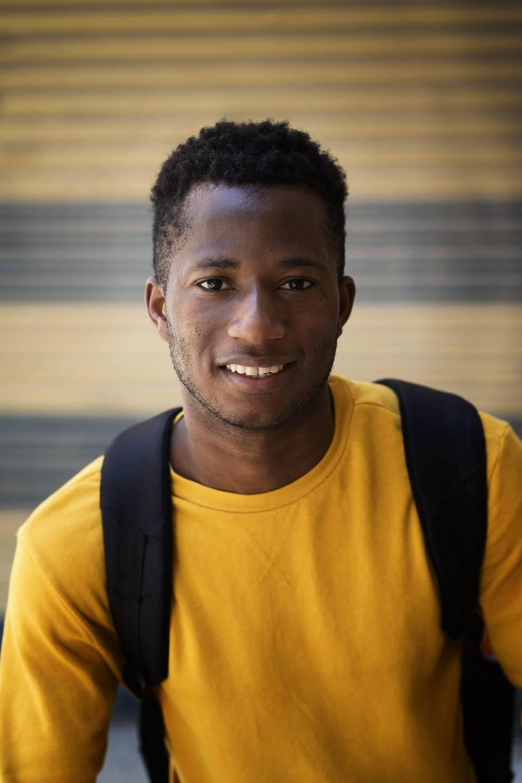 Moussa Mariko, de 18 años, es un extutelado originario de Costa de Marfil. Llegó a España en patera en 2018. Tras pasar por varios centros de menores, ha sido contratado estos días en un almacén de fruta en Lleida.