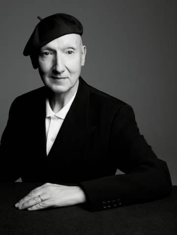 El sombrerero Stephen Jones.