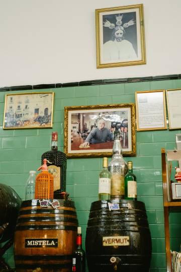 Los clientes del Casa Vizcaíno aprecian que se mantengan las imágenes, las botellas de sifón o los ventiladores de siempre.