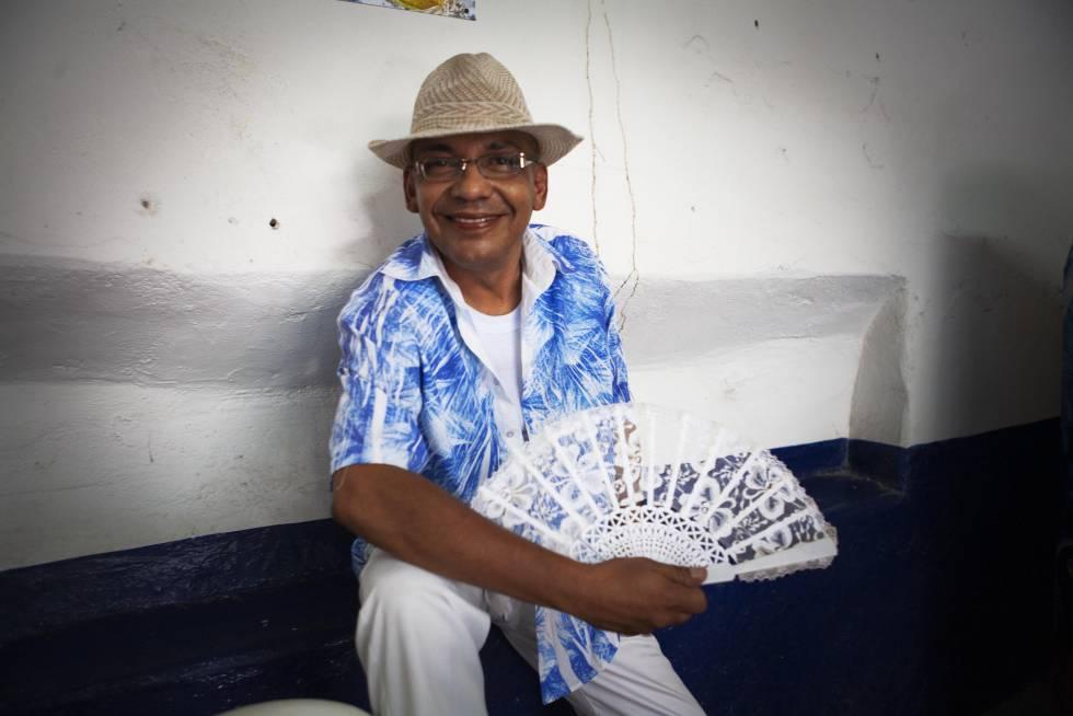 Ángel, 'La Teca', una de las 'muxes' de Juchitán que prefiere vestir de hombre.