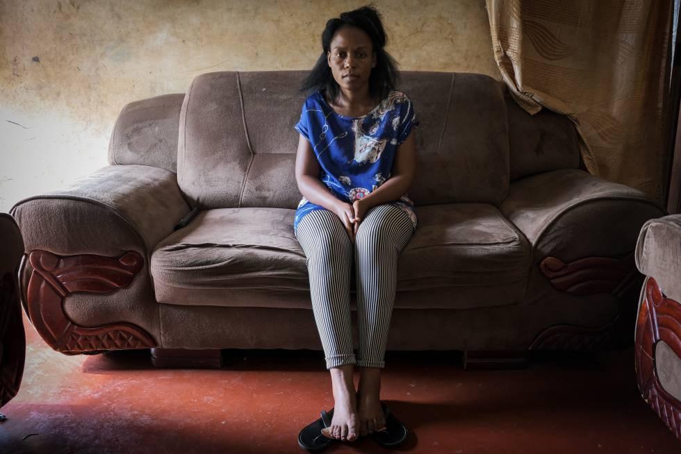 La congoleña Solange Kabuo es una de las empleadas de la peluquería de RAD en Kampala.