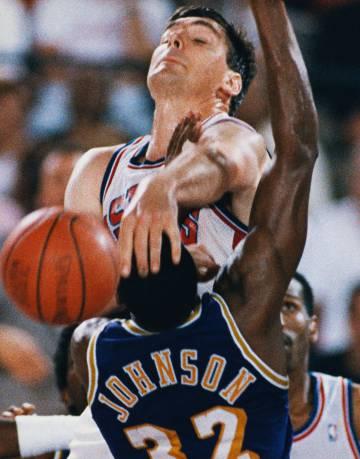 Los Pistons contra los Lakers en la final de 1988. A los primeros les gustaba más agarrar cabezas que balones.