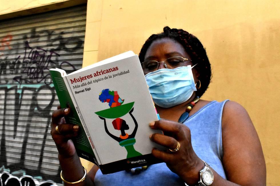 Su libro 'Mujeres africanas. Más allá del tópico de la jovialidad' (Wanafrica, 2018), es de los pocos en español que repasa los feminismos nacidos en tierras africanas.
