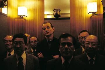 Metáfora de la alienación corporativa o simplemente racismo. Bill Murray rodeado de ejecutivos japoneses en 'Lost in translation'.