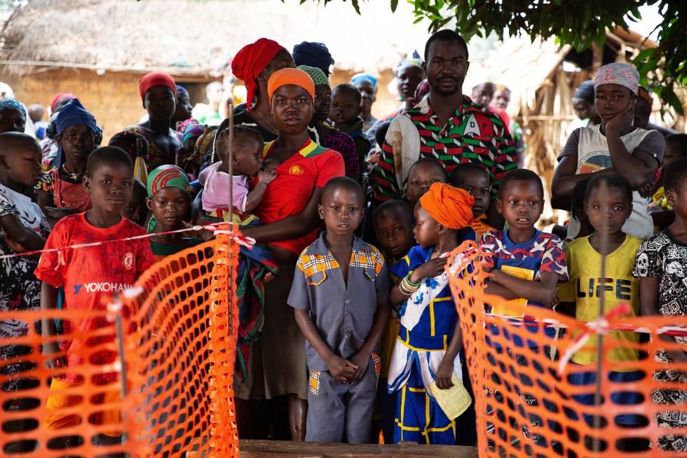 En enero de 2020, el equipo de EURECA (el equipo de emergencia de MSF en República Centroafricana) organizó una intervención de emergencia en la región de Nana-Mambéré, para responder a una epidemia de sarampión y para apoyar al Ministerio de Salud en la realización de una campaña de vacunación.