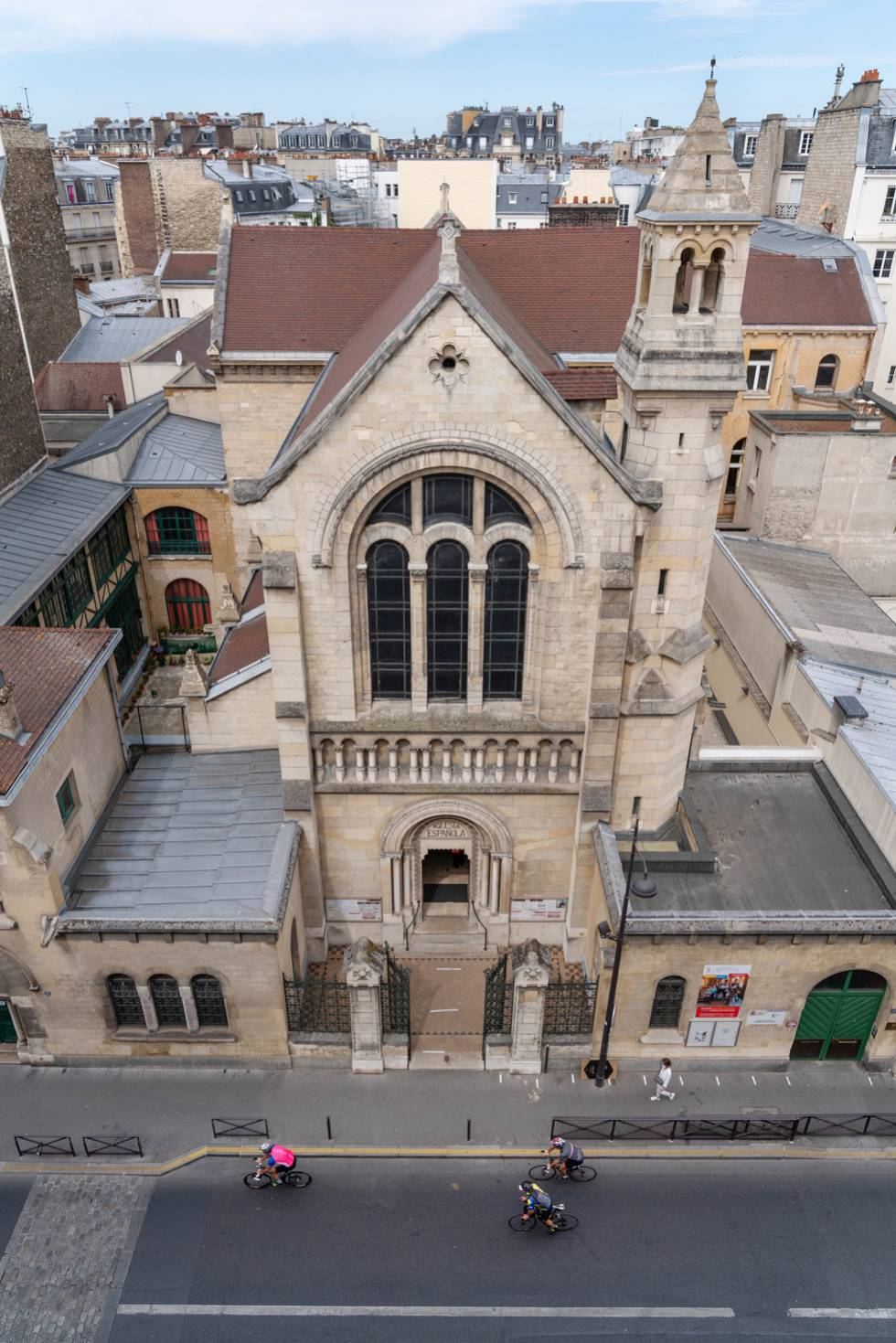 Fachada de la iglesia de la Misión Católica de París, ubicada en el 51 bis de la Rue de la Pompe.