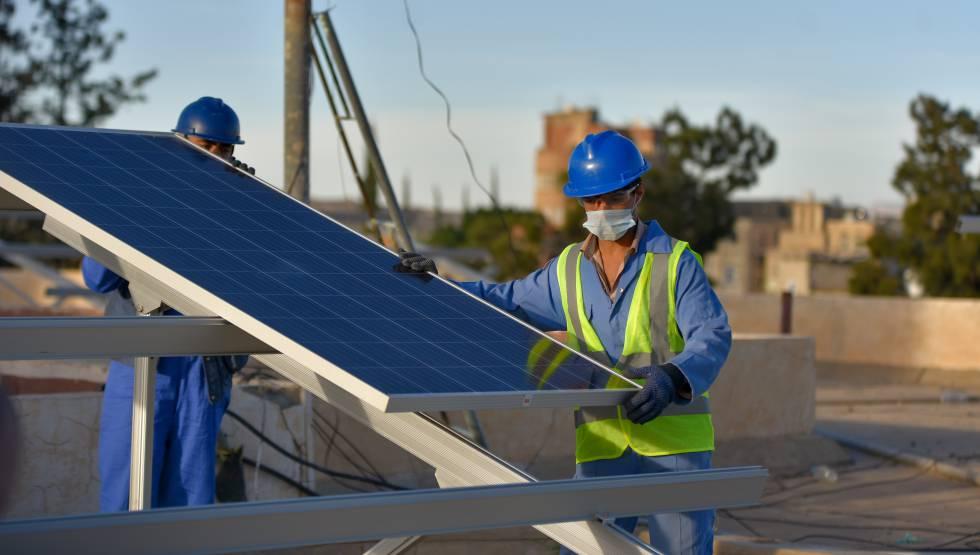 El PNUD está apoyando a los centros de aislamiento de pacientes de covid-19 dotándolos con paneles solares que permiten que las instalaciones sigan funcionando a pesar de la carencia crónica de electricidad en el país.