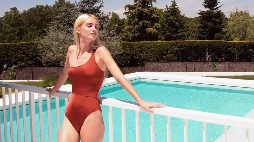Nos hemos enamorado de este bañador y este bikini que son tendencia este verano