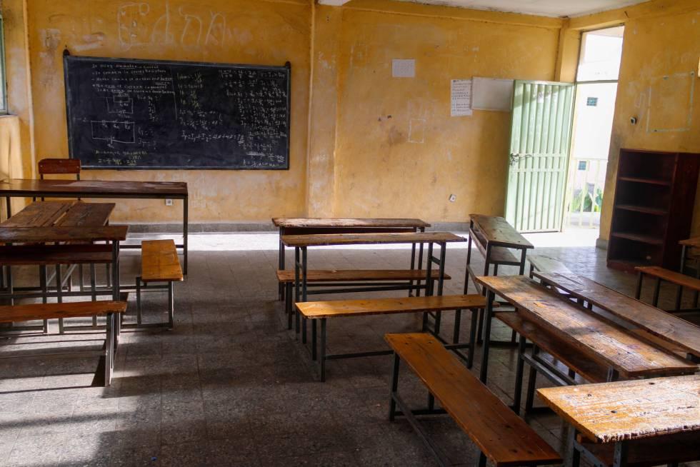Un aula de la escuela primaria Sefere Selam queda vacía tras una jornada escolar, en Dessie (región de Amhara). Todas las clases están así desde que la pandemia obligara a suspender la actividad académica el pasado 16 de marzo.