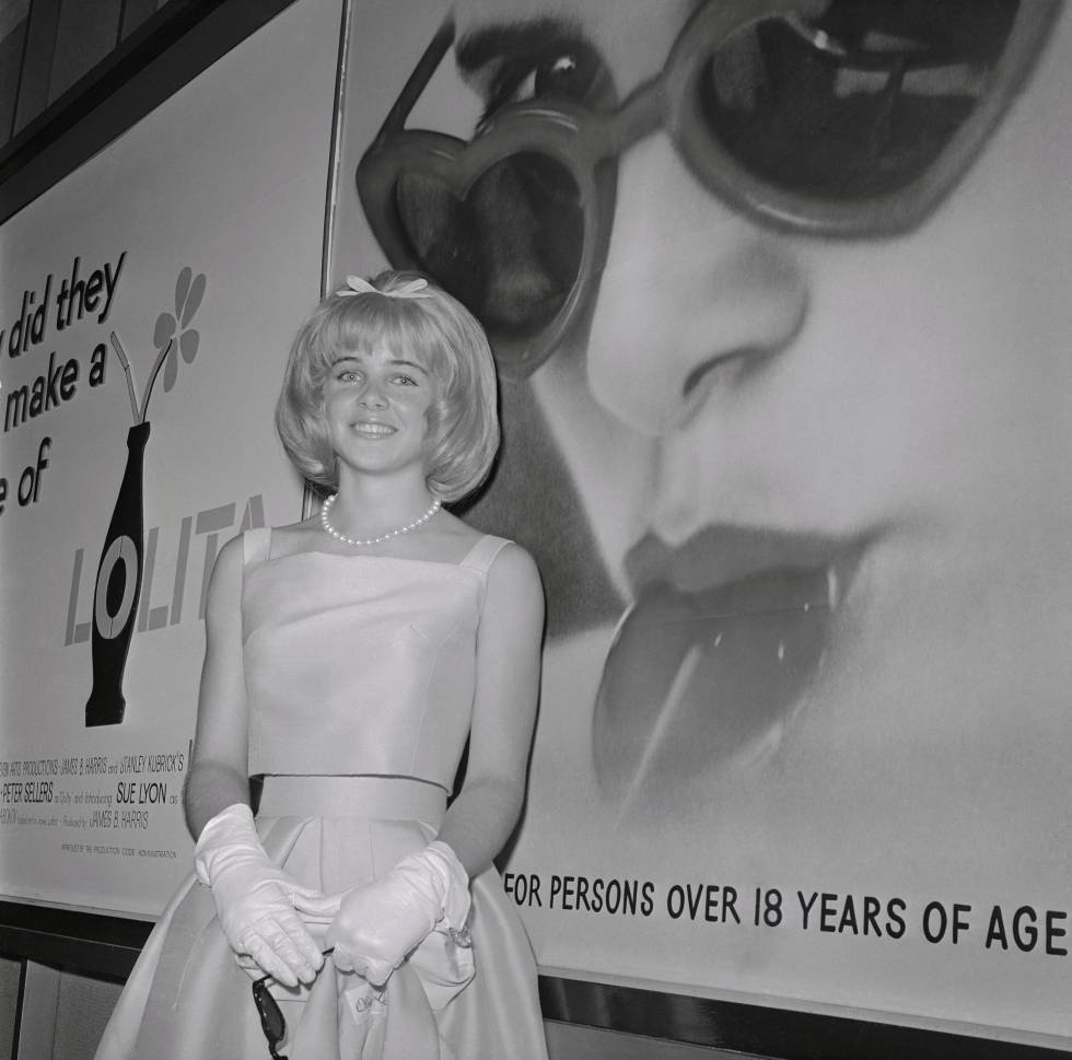 La malograda actriz Sue Lyon, la 'Lolita' de la película de Stanley Kubrick de 1962, posa durante el estreno de la película.