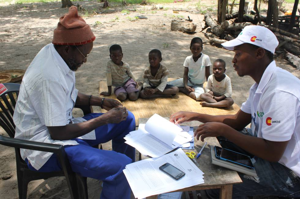 Campaign for the massive administration of antimalarial drugs in Magude, Mozambique.