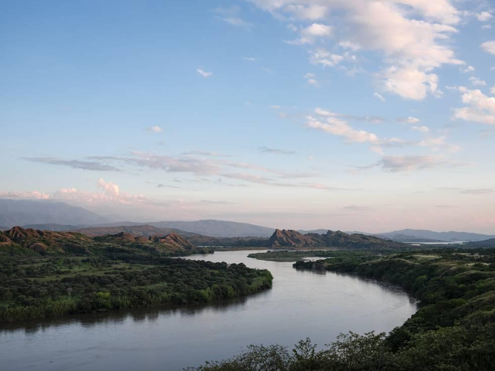 Amanecer en el río Magdalena, que atraviesa el departamento del Huila.