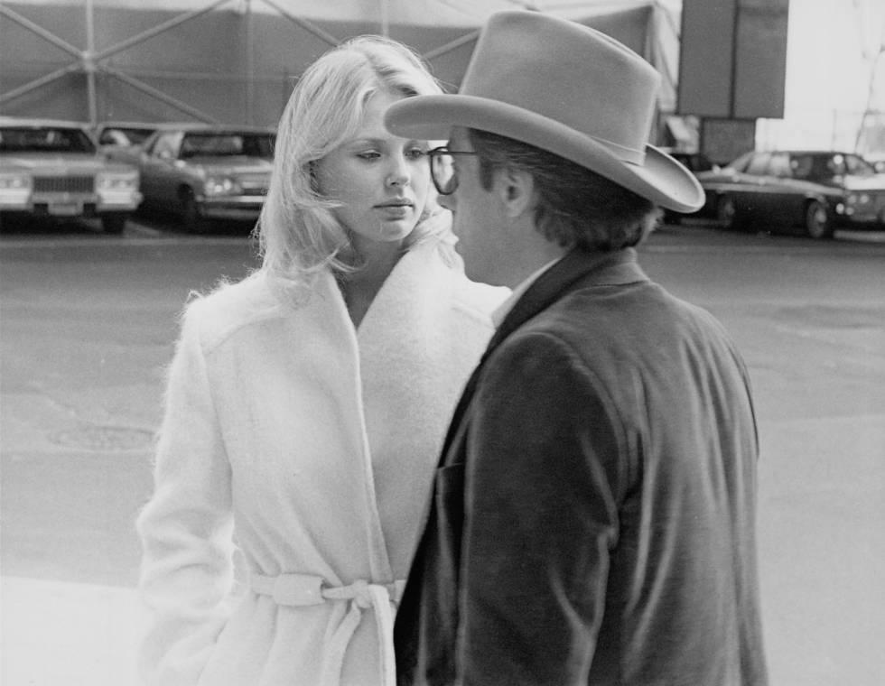 Peter Bodganovich y Dorothy Stratten, que fueron pareja durante un tiempo, en el rodaje de 'Todos rieron' (1981).