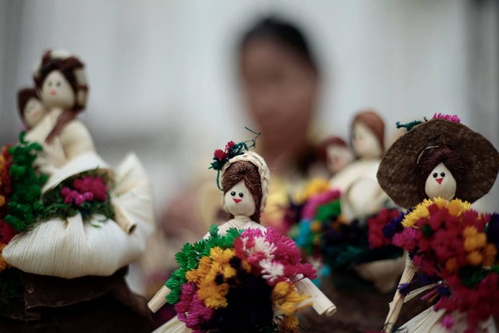 En las tierras gestionadas por las comunidades indígenas y locales, el bosque tropical es espeso. Se diría que está intacto. En el distrito guatemalteco de Petén, la artesanía es una de las fuentes de ingresos de las comunidades que manejan el bosque tropical a través de concesiones de 25 años.