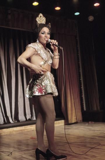 El canario Paco España empezó imitando a Joselito en la radio y luego pasó a emular a Lola Flores en sus espectáculos.