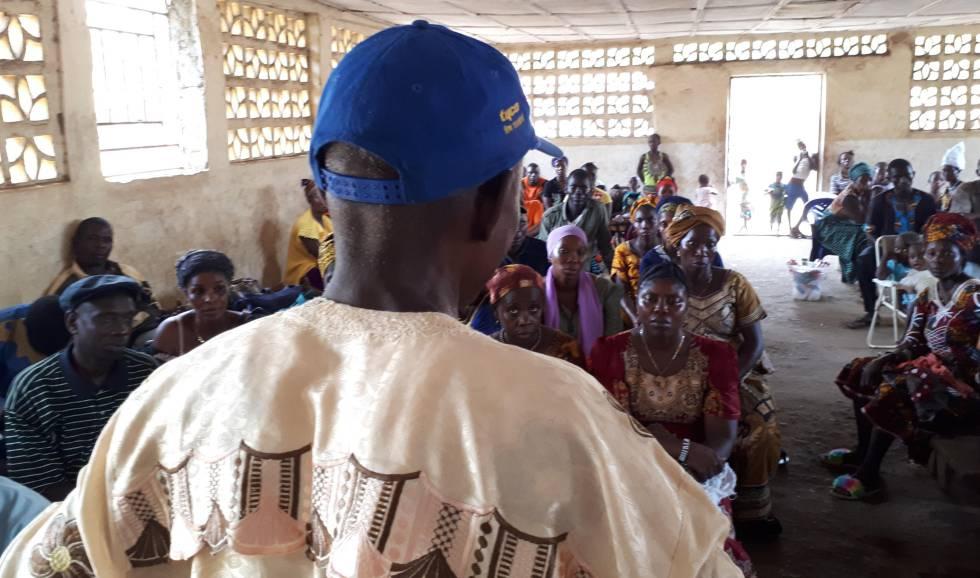 Reunión de diferentes comunidades y organizaciones en contra de las plantaciones de aceite de palma industrial convocada por la ONG Grain el pasado 2019 en Costa de Marfil.