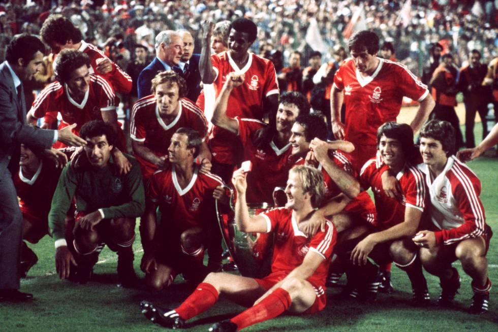 Los jugadores del Nottingham Forest celebrando la Copa de Europa que ganó al Hamburgo en 1980.