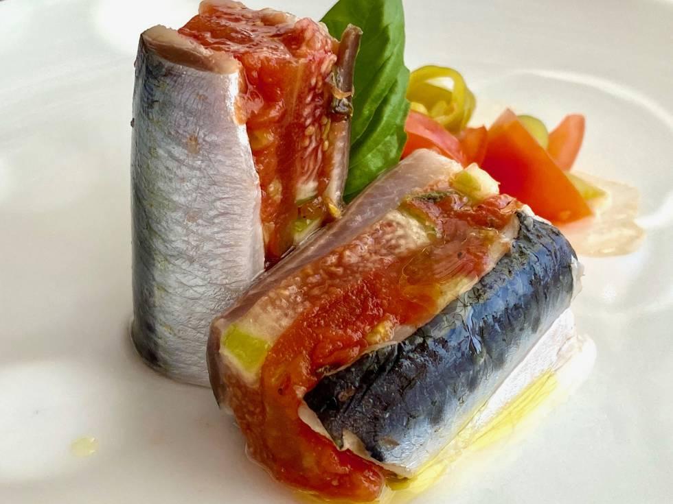 Lomos de sardinas marinados con higos, tomates y aceitunas. J.C. CAPEL